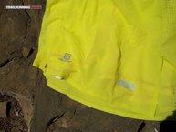 Salomon S-Lab Sense Skort: La falda Salomon S-Lab Sense Skort   dispone de dos reflectantes en su parte anterior, siendo éstos el logo de la marca y el modelo.