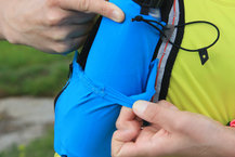 Salomon S-Lab Sense Ultra 5 Set: Detalle del desgaste prematuro en los bolsillos de los soft flask de la Salomon S-Lab Sense Ultra 5 Set