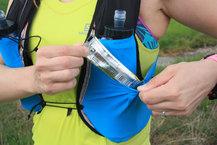 Salomon S-Lab Sense Ultra 5 Set: El bolsillo estrella de la mochila Salomon S-Lab Sense Ultra 5 Set, para tenerlo todo a mano