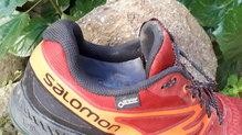 Salomon Sense Escape GTX: SALOMON SENSE ESCAPE GTX: ..gracias a la membrana Gore-Tex Performance Comfort Footwear, que se aprecia claramente en el interior de la zapatilla