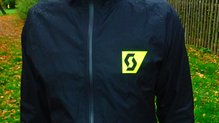 Scott RC Run Waterproof Jacket: Scott RC Run Waterproof Jacket: logotipos reflectante de la parte delantera