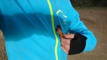 Uglow Rain Jacket limited edition: Bolsillo con cierre magnético en la Uglow Rain Jacket limited edition.