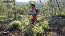Ultimate Direction Adventure Vest 4.0: Incluso saltando, no se nos ha movido ni hemos perdido nada de la mochila