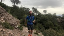 Ultimate Direction Mountain Vest 4.0: En la Ultimate Direction Mountain Vest se ha aprovechado hasta el último espacio disponible para darnos capacidad de almacenamiento