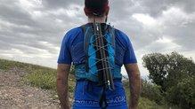 Ultimate Direction Mountain Vest 4.0: El cordino en el compartimento principal nos puede servir como espacio extra de almacenamiento